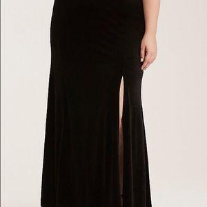 Torrid black velvet skirt size 3